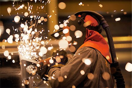 spark - Sparks and worker using grinder Stock Photo - Premium Royalty-Free, Code: 649-08086116