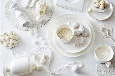 delicious - White colored still life with confectionery and sugar cubes Stock Photo - Premium Royalty-Free, Code: 649-08086755