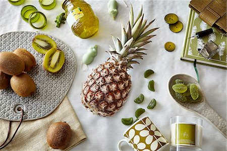 Green colored still life with pineapple and kiwi fruit Stock Photo - Premium Royalty-Free, Code: 649-08086757