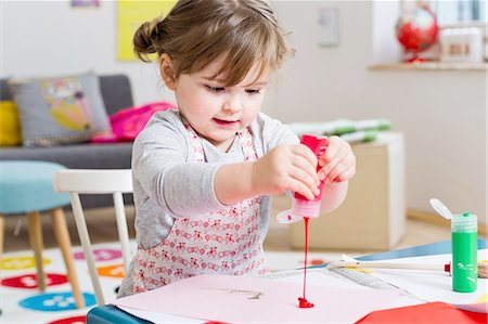 pouring paint art - Girl pouring paint on paper at home Stock Photo - Premium Royalty-Free, Code: 649-08118119