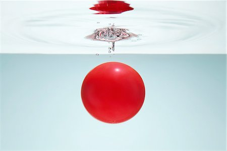 droplet - Red circle in water Stock Photo - Premium Royalty-Free, Code: 649-08119121