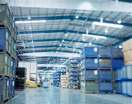 Large warehouse in car factory, low angle view Stock Photo - Premium Royalty-Free, Code: 649-08119346