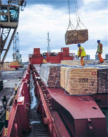 Workers unloading timber from cargo ship in port, Grimsby, England, United Kingdom Stock Photo - Premium Royalty-Free, Code: 649-08125196