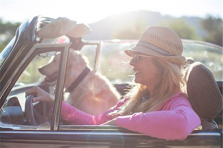 Mature woman and dog, in convertible car Stock Photo - Premium Royalty-Free, Code: 649-08125545