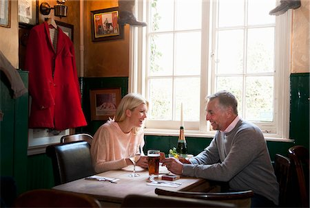 Couple drinking and chatting in pub Stock Photo - Premium Royalty-Free, Code: 649-08125974