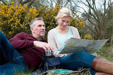 Hiking couple picnicing and reading map Stock Photo - Premium Royalty-Free, Code: 649-08125982