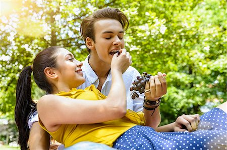 Young woman feeding young man grapes Stock Photo - Premium Royalty-Free, Code: 649-08126090