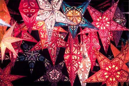 Close up of star shaped lantern xmas decorations on German Christmas market stall Stock Photo - Premium Royalty-Free, Code: 649-08145731