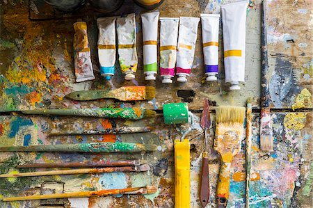 paint - Artist materials, laid out on table, overhead view Stock Photo - Premium Royalty-Free, Code: 649-08179766