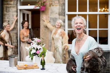 Elegant mature women enjoying champagne in urban garden Stock Photo - Premium Royalty-Free, Code: 649-08238934