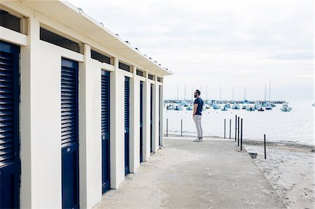 Male tourist next to changing block by the sea, Tuscany, Italy Stock Photo - Premium Royalty-Free, Code: 649-08480096
