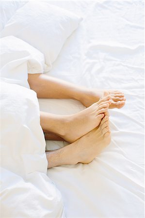 Young couples bare feet sticking out from duvet Stock Photo - Premium Royalty-Free, Code: 649-08565978