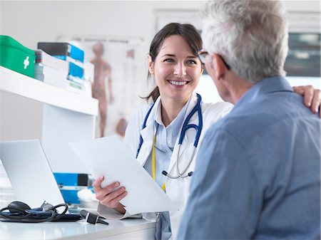 Doctor sharing good results with patient in clinic Stock Photo - Premium Royalty-Free, Code: 649-08702118