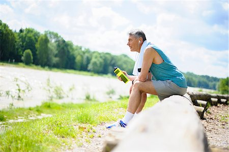 sports - Senior male runner taking a break and looking out at river Stock Photo - Premium Royalty-Free, Code: 649-08702402