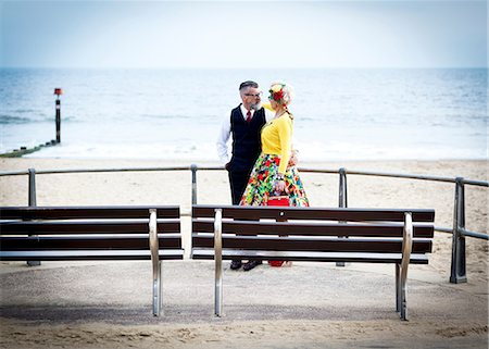 quirky - 1950's vintage style couple gazing at each other at beach Stock Photo - Premium Royalty-Free, Code: 649-08951192