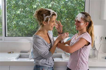 Sisters having soap bubble fight at sink Stock Photo - Premium Royalty-Free, Code: 649-02198767