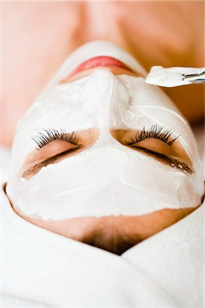 facial - Woman is getting a face mask Stock Photo - Premium Royalty-Free, Code: 649-02731251