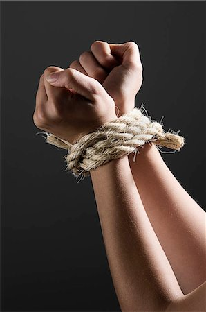 Female hands tied together Foto de stock - Sin royalties Premium, Código: 649-02731527