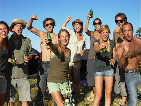 People in a field, raising their beer Stock Photo - Premium Royalty-Free, Code: 649-02731866
