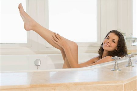 Smiling female in bath Stock Photo - Premium Royalty-Free, Code: 649-02732059