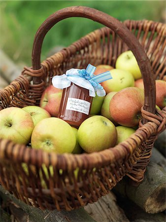 Apples in basket with jar of apples Stock Photo - Premium Royalty-Free, Code: 649-03008657