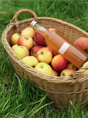 Apples in basket with bottle of juice Stock Photo - Premium Royalty-Free, Code: 649-03008659