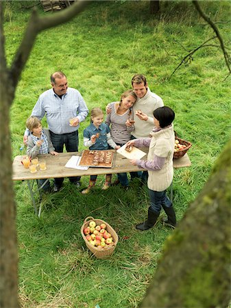 family apple orchard - People eating applecake with basket Stock Photo - Premium Royalty-Free, Code: 649-03008702