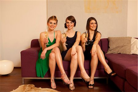 Young women drinking champagne Stock Photo - Premium Royalty-Free, Code: 649-03009642