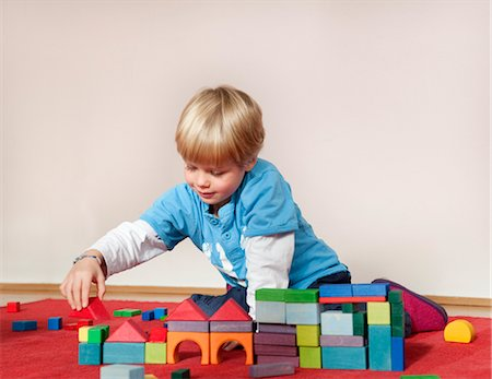 boy with toy building blocks Stock Photo - Premium Royalty-Free, Code: 649-03362926