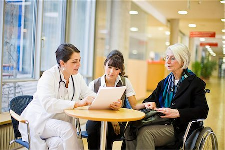 simsearch:6113-07146726,k - Female doctor Stock Photo - Premium Royalty-Free, Code: 649-03447165