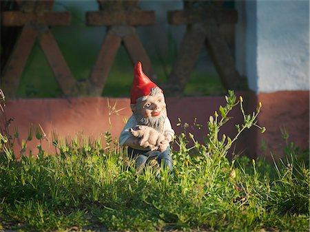 dwarf - Garden gnome holding piglet Stock Photo - Premium Royalty-Free, Code: 649-03487590