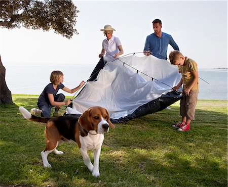 Family camping by the sea Stock Photo - Premium Royalty-Free, Code: 649-03511034