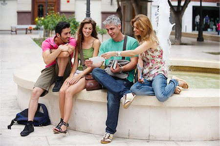 Group of tourists by fountain Stock Photo - Premium Royalty-Free, Code: 649-03566358