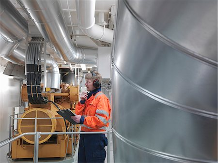 Engineer inspects generator Stock Photo - Premium Royalty-Free, Code: 649-03566775