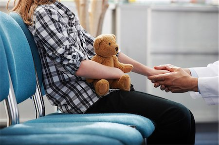 doctor in waiting room - Doctor holding young girls hand Stock Photo - Premium Royalty-Free, Code: 649-03621612