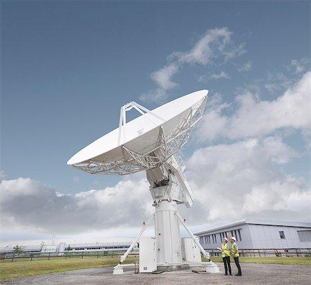 radio telescope - Workers with satellite dish Stock Photo - Premium Royalty-Free, Code: 649-03622490