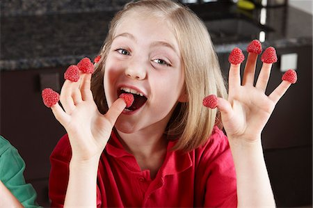 preteens fingering - Girl with raspberries on fingers Stock Photo - Premium Royalty-Free, Code: 649-03768858