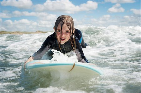 Mother and daughter surfing Stock Photo - Premium Royalty-Free, Code: 649-03768925