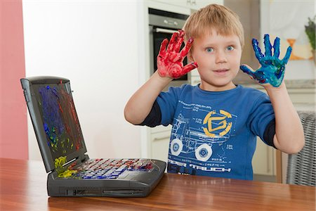 paint drips - Boy showing dirty hands Stock Photo - Premium Royalty-Free, Code: 649-03774403