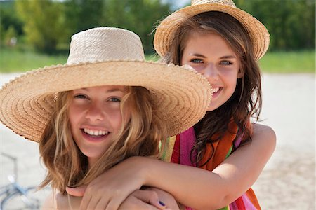 Pretty women together in the sunshine Stock Photo - Premium Royalty-Free, Code: 649-03771217