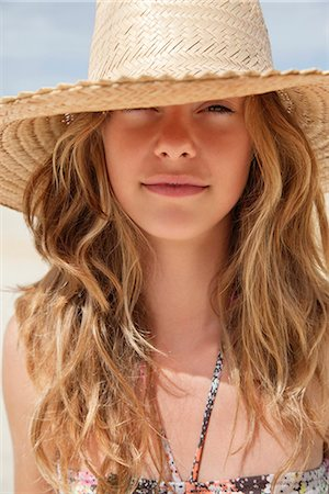 Pretty women in straw hat in the sun Stock Photo - Premium Royalty-Free, Code: 649-03771210