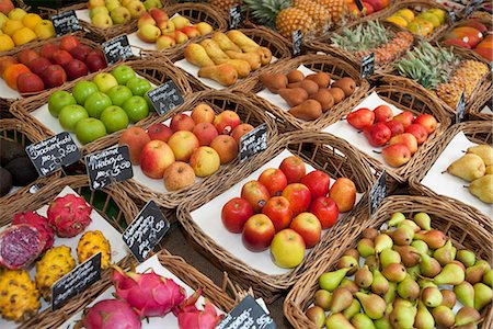 Various fruits presented on a market Stock Photo - Premium Royalty-Free, Code: 649-03771919