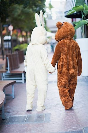 Bunny and bear going along the street Stock Photo - Premium Royalty-Free, Code: 649-03796537