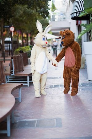 Bunny and bear going along the street Stock Photo - Premium Royalty-Free, Code: 649-03796538