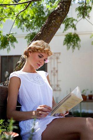 Girl reading Stock Photo - Premium Royalty-Free, Code: 649-03818180
