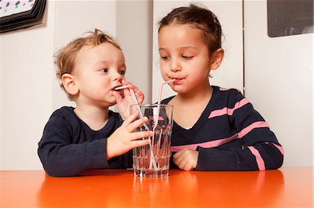 Boy and girl drinking water with straws Stock Photo - Premium Royalty-Free, Code: 649-03818283