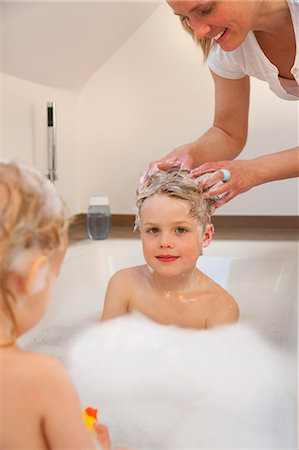 Mother washing son's hair in bathtub Stock Photo - Premium Royalty-Free, Code: 649-03857883