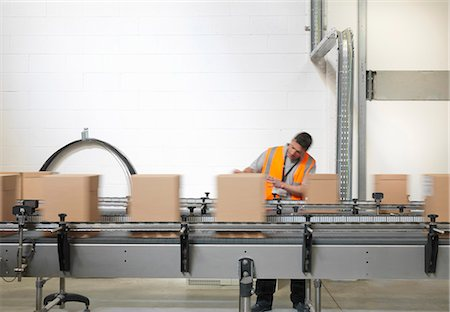 production - Factory worker checking boxes in plant Stock Photo - Premium Royalty-Free, Code: 649-03858218