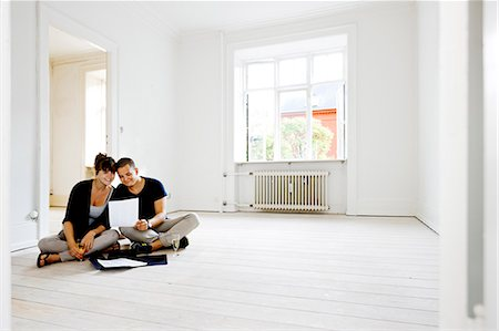 Couple reading papers in new home Stock Photo - Premium Royalty-Free, Code: 649-03858801