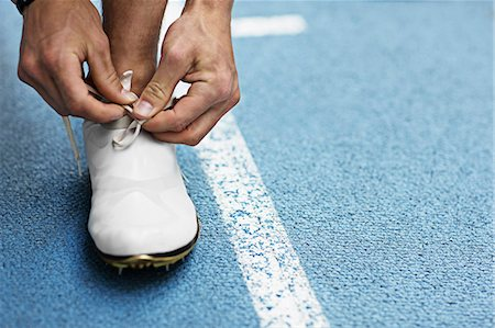 Runner tying shoelaces Stock Photo - Premium Royalty-Free, Code: 649-03884083